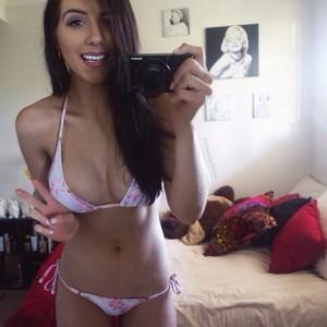 Shenae Gillespie bikini selfie
