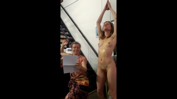 Celebrity Content - Naked On Stage - Page 3 Tvkf1xfabpeb