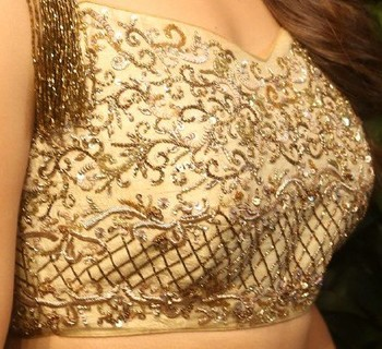 Kiara Advani nude hip hot blouse in push up bra