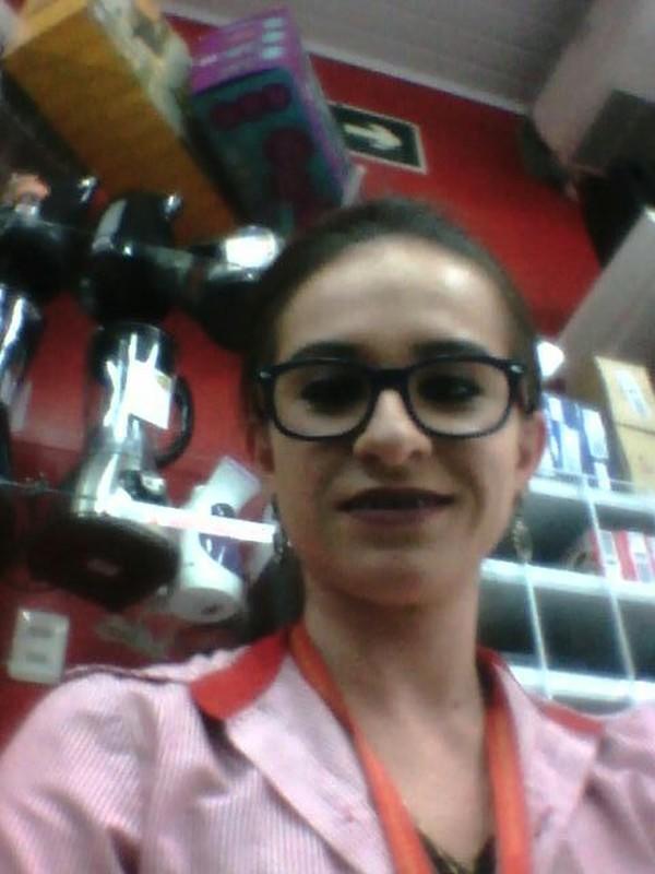 baixar Carla funcionária da Lojas Benoit gravou vídeo liberando a buceta pro patrão download