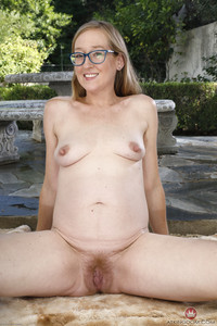 Skye Avery - Young and Hairy - Set 353187