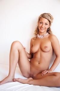 Christina - Revelare -g6r9hi3hq1.jpg