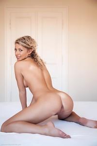 Christina - Revelare -v6r9h0rki6.jpg
