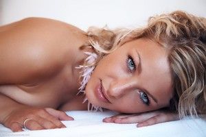 Christina - Revelare -f6r9h0cxzk.jpg