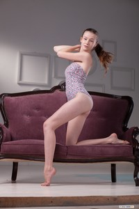 Emily Bloom - Sofa Show 16sqe5vkiz.jpg