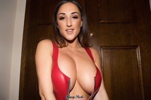 Stacey-Poole-Red-Latex--16sratuedt.jpg