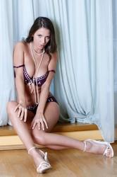 Lizzie Ryan - White Pearls k6rp2akp6i.jpg