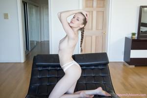 Emily Bloom - Leather Lounge  e6rp7jgc1q.jpg