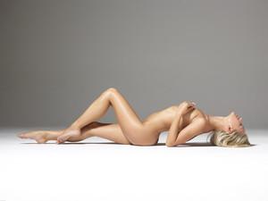 Darina-L-Silky-Perfection--f6utd3noal.jpg