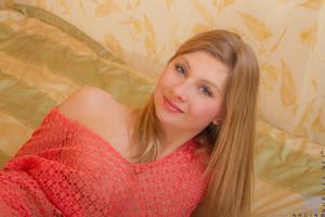Nadin-Curvy-Blonde--o6rwfs8lvn.jpg