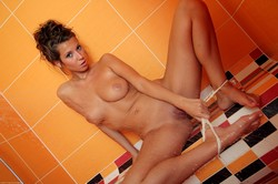 Lizzie Ryan - In the Shower l6uuxaf2fr.jpg