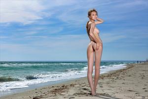 Elle-Beach-Story--s6trm8g0sd.jpg