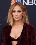 Jennifer Lopez hot cleavage @ the red carpet