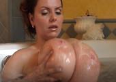 Riesentitten in der Badewanne