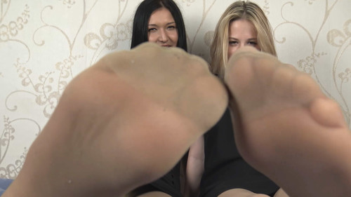 Bonnie & Jasmine - jerk off instruction in nylon Full HD