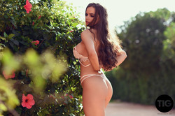 Ashley-White-Gets-Nice-and-Naked--h6v1nkcluv.jpg