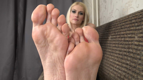 Laura - sexy mature soles Full HD