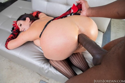 Angela White Sets A BOOBY Trap For Mandingo That Ends In Her ASS!  [HD]