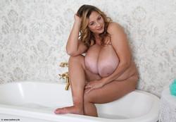 Nadine-New-Bathtub-Pat-1-1600-px-30-pics-v6t634hkw7.jpg