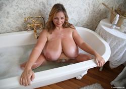 Nadine-New-Bathtub-Pat-1-1600-px-30-pics-46t634opmr.jpg