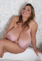 Nadine-New-Bathtub-Pat-1-1600-px-30-pics-q6t634igmw.jpg