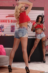 Bonnie-Rotten-Summer-Brielle-The-Blowjob-Business-692x-y6vfj77e51.jpg
